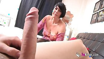 Big cock loving mature enjoys licking pussy and squirting erotica