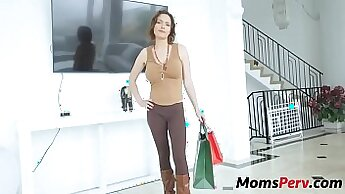 Big Tits Mom Loves Fingering Until She Sucked