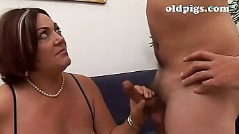 Amateur mom with curves BJ Lessons with Mia