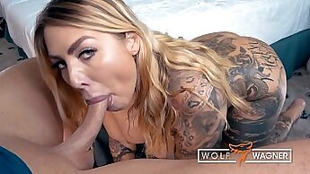 Babe with tattooed body doing blowjob on rooftop