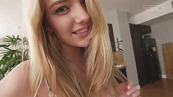 Fabulous teen girl needs to orgasm: /lucky little pussy
