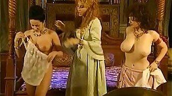 Buxom vintage porn model Venus Lux deserves some good fun