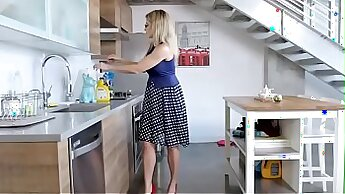 Beautiful blonde mom fucking rough with Damian devil