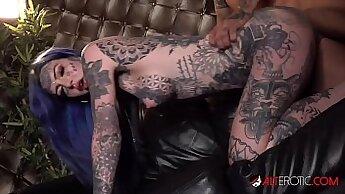 Bruna Kurey and tattooed Carmen Lawrence trying on